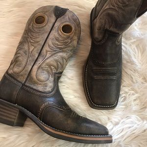 New Men's Ariat square toe boots